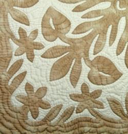 60センチ角、ハワイアンキルト、ムラ染め、タペストリー、手縫い、色合い、アンスリウム、ベージュ、オフホワイト