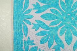 60センチ角、ハワイアンキルト、ムラ染め、タペストリー、手縫い、色合い、バーズオブパラダイス、パステルブルー、ホワイト